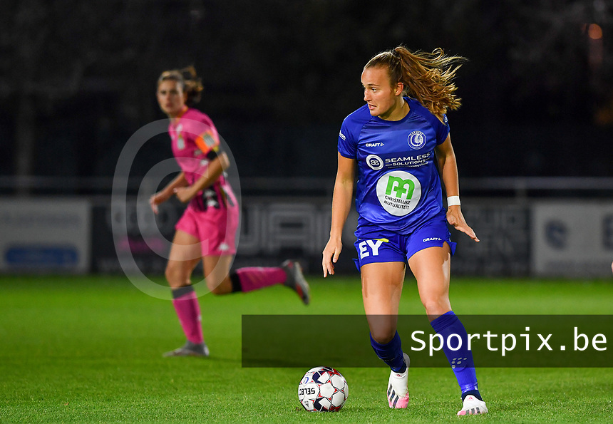 Lobke Loonen (19 Gent) pictured during a female soccer game between  AA Gent Ladies and Sporting Charleroi Feminin on the fifth matchday of the 2020 - 2021 season of Belgian Scooore Womens Super League , friday 16 th of October 2020  in Oostakker , Belgium . PHOTO SPORTPIX.BE | SPP | DAVID CATRY