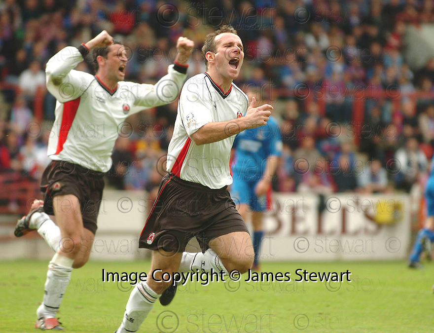 20040508    Copyright Pic: James Stewart.File Name : jspa07_clyde_v_ict.IAN HARTY CELEBRATES SCORING CLYDE'S PENALTY....James Stewart Photo Agency 19 Carronlea Drive, Falkirk. FK2 8DN      Vat Reg No. 607 6932 25.Office     : +44 (0)1324 570906     .Mobile  : +44 (0)7721 416997.Fax         :  +44 (0)1324 570906.E-mail  :  jim@jspa.co.uk.If you require further information then contact Jim Stewart on any of the numbers above.........