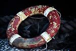 Spanien, Mallorca, Port d'Andratx: Rettungsring und Schiffstaue | Spain, Mallorca, Port d'Andratx: life buoy and ropes