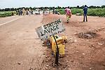 CAR, Bangui: A small station of cleaning for bicycle and motorbike inside the Mpoko camp.17th April 2016.<br /> <br /> RCA, Bangui : Une petite station de nettoyage pour vélos et motos à l'intérieur du camp Mpoko.17 avril 2016. .