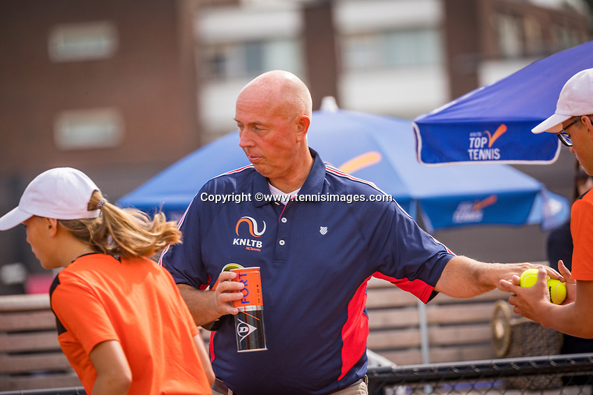 Amstelveen, Netherlands, 1 August 2020, NTC, National Tennis Center, National Tennis Championships, Umpire Rob Mulder (NED) changing balls
