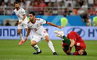 SARANSK - RUSIA, 25-06-2018: Morteza POURALIGANJI (Izq) jugador de RI de Irán disputa el balón con Cristiano RONALDO (C) (Der) jugador de Portugal durante partido de la primera fase, Grupo B, por la Copa Mundial de la FIFA Rusia 2018 jugado en el estadio Mordovia Arena en Saransk, Rusia. / Morteza POURALIGANJI (L) player of IR Iran fights the ball with Cristiano RONALDO (C) (R) player of Portugal during match of the first phase, Group B, for the FIFA World Cup Russia 2018 played at Mordovia Arena stadium in Saransk, Russia. Photo: VizzorImage / Julian Medina / Cont