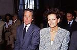 MICHAEL DOUGLAS CON CLAUDIA CARDINALE<br /> PREMIO DAVID DI DONATELLO ROMA 1988