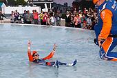 Scott Dixon, Chip Ganassi Racing Honda celebrates in the Scott fountain