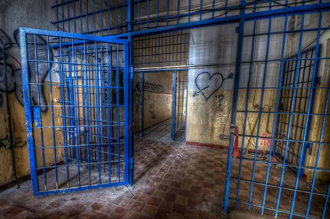 Prison is always a hard palce to explore, even when its been abadoned for many years, its still ver difficulte to gain access. Some times one needs a contact with keys, as we had this time.