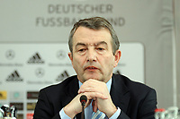 DFB Generalsekretaer Wolfgang Niersbach<br /> DFB-Pressekonferenz zum Thema Sicherheit im Fussball<br /> *** Local Caption *** Foto ist honorarpflichtig! zzgl. gesetzl. MwSt. Auf Anfrage in hoeherer Qualitaet/Aufloesung. Belegexemplar an: Marc Schueler, Am Ziegelfalltor 4, 64625 Bensheim, Tel. +49 (0) 151 11 65 49 88, www.gameday-mediaservices.de. Email: marc.schueler@gameday-mediaservices.de, Bankverbindung: Volksbank Bergstrasse, Kto.: 151297, BLZ: 50960101