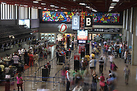 FOTO EMBARGADA PARA VEICULOS INTERNACIONAIS. GUARULHOS, SO, 08/09/2012, MOVIMENTACAO AEROPORTO DE CUMBICA.  Movimentacao tranquila no aeroporto internacional de Cumbica, na manha desse Sabado (8). Ja para amanha esta previsto o aumento de passageiros devido a volta do feriadomde Independencia. Luiz Guarnieri. Brazil Photo Press.