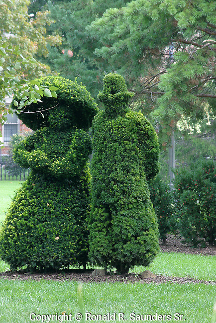 "A re-creation in sculpted shrubbery by French artist Georges Seurat's famous painting, ""A Sunday Afternoon on the Ile De La Grande Jatte.""<br />
