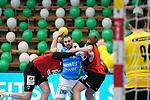 Tim Kneule (FAG) wird in die Zange genommen beim Spiel in der Handball Bundesliga, Frisch Auf Goeppingen - Fuechse Berlin.<br /> <br /> Foto © PIX-Sportfotos *** Foto ist honorarpflichtig! *** Auf Anfrage in hoeherer Qualitaet/Aufloesung. Belegexemplar erbeten. Veroeffentlichung ausschliesslich fuer journalistisch-publizistische Zwecke. For editorial use only.