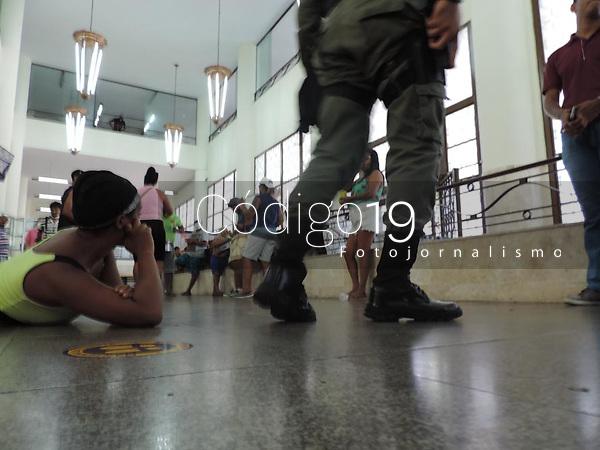 Recife (PE), 22/09/2021 - Protesto-Recife - Um grupo de sem tetos ocupam a sede central dos Correios na avenida Guararapes, centro do Recife, nesta quarta-feira. São famílias que ocuparam o prédio dos Correios no Recife antigo, prédio abandonado e que vai ser leiloado.