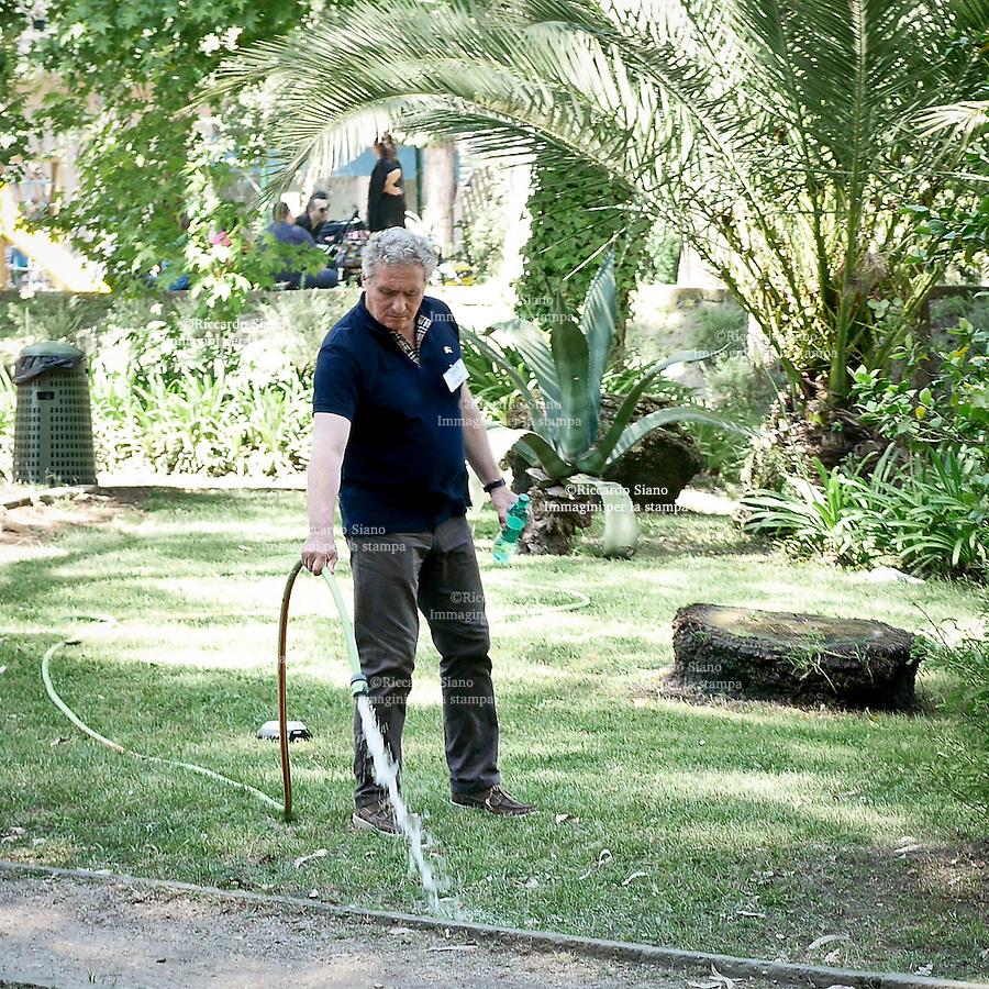 - NAPOLI 2 GIU  2014 -  Giardino zoologico.  Il patron dello zoo di Napoli Francesco Floro Flores.