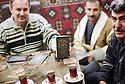 Irak 2000  Dans le souk d'Erbil, les vendeurs de faux passeports et de visas  pour l'Europe    Iraq 2000  False passports dealing in Erbil's market