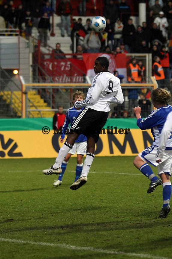 Kopfball Richard Sukuta-Pasu (Leverkusen)<br /> Deutschland vs. Finnland, U19-Junioren<br /> *** Local Caption *** Foto ist honorarpflichtig! zzgl. gesetzl. MwSt. Auf Anfrage in hoeherer Qualitaet/Aufloesung. Belegexemplar an: Marc Schueler, Am Ziegelfalltor 4, 64625 Bensheim, Tel. +49 (0) 151 11 65 49 88, www.gameday-mediaservices.de. Email: marc.schueler@gameday-mediaservices.de, Bankverbindung: Volksbank Bergstrasse, Kto.: 151297, BLZ: 50960101