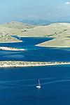 L'archipel des Kornati est un paradis pour les amateurs de voiles et offrent d'innombrables criques pour le mouillage. Cent quarante îles et îlots dispersés sur 320 km2 au large de la touristique côte dalmate entre Zadar et Sibenik. Un labyrinthe de dômes et de seins de calcaire formant le plus grand archipel de la Méditerranée. Parc national des Kornati. ..The Kornati archipelagos is a paradise for sailors.   140 islands disseminated offshore of the dalmatian coast between Zadar and Sibenik. It's the biggest archipelago of the Mediterranean sea.   Kornati national park
