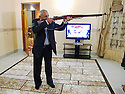Iraq 2010 <br /> Hamid Effendi , at home, with his Brno, the gun of the old generation of peshmergas<br /> Irak 2010 <br /> Hamid Effendi chez lui avec son Brno, arme preferee des anciens peshmergas