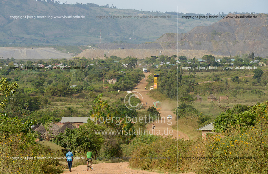 TANZANIA, Tarime Distrikt, Nyamongo, canadian Barrick Gold's subsidiary Acacia Mara Gold Mine, view to overburden disposals / TANSANIA, Blick auf Abraumhalden der Acacia Gold Mine im Afrikanischen Grabenbruch
