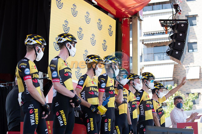 Jumbo-Visma best team from yesterday's stage at sign on before the start of Stage 12 of La Vuelta d'Espana 2021, running 175km from Jaén to Córdoba, Spain. 26th August 2021.     <br /> Picture: Cxcling | Cyclefile<br /> <br /> All photos usage must carry mandatory copyright credit (© Cyclefile | Cxcling)