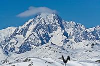 Europe/France/73/Savoie/Val d'Isère: Le Mont-Blanc vu  depuis  le sommet du telecabine de la Daille 2290m et la girouette de la Folie Douce restaurant d'altitude