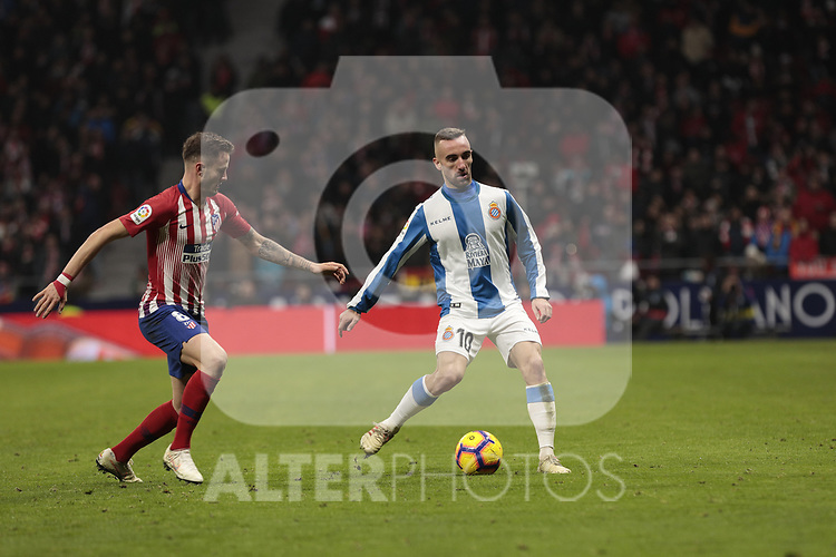 Atletico de Madrid's Saul Niguez and RCD Espanyol's Sergi Darder during La Liga match between Atletico de Madrid and RCD Espanyol at Wanda Metropolitano Stadium in Madrid, Spain. December 22, 2018. (ALTERPHOTOS/A. Perez Meca)