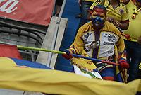 BARRANQUILLA - COLOMBIA - 23-03-2017:  Hinchas de Colombia animan a su equipo durante partido entre Colombia y Bolivia por la fase 1 de la clasificatoria a la Copa Mundial de la FIFA Rusia 2018 jugado en el estadio Metropolitano Roberto Melendez en Barranquilla. / Fans of Colombia cheer for their teamduring the match between Colombia and Bolivia for the phase 1 of the qualifier to FIFA World Cup Russia 2018 played at Metropolitan stadium Roberto Melendez in Barranquilla. Photo: VizzorImage/ Gabriel Aponte / Staff