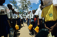 "Afrika Ostafrika Tanzania Tansania .Kinder warten auf Wasser auf Schulhof in Schule in Dar es Salam - Afrikaner afrikanisch afrikanischer Trinkwasser kostbares Gut Resourcen  xagndaz | .Africa East africa Tanzania .kids wait for water at school in Dar es salam  - african children child kid drinking water resources  .| [ copyright (c) Joerg Boethling / agenda , Veroeffentlichung nur gegen Honorar und Belegexemplar an / publication only with royalties and copy to:  agenda PG   Rothestr. 66   Germany D-22765 Hamburg   ph. ++49 40 391 907 14   e-mail: boethling@agenda-fototext.de   www.agenda-fototext.de   Bank: Hamburger Sparkasse  BLZ 200 505 50  Kto. 1281 120 178   IBAN: DE96 2005 0550 1281 1201 78   BIC: ""HASPDEHH"" ,  WEITERE MOTIVE ZU DIESEM THEMA SIND VORHANDEN!! MORE PICTURES ON THIS SUBJECT AVAILABLE!! ] [#0,26,121#]"
