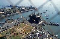 Mumbai Bombay Bundesstaat Maharashtra Indien Blick vom Hotel Taj Mahal auf das Gateway of India und den Marinehafen