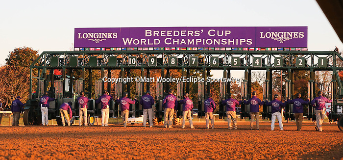 November 7, 2020 : Workers get ready for the Longines Classic on Breeders' Cup Championship Saturday at Keeneland Race Course in Lexington, Kentucky on November 7, 2020. Matt Wooley/Eclipse Sportswire/Breeders' Cup/CSM