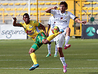 BOGOTA -COLOMBIA, 27 -SEPTIEMBRE-2014. Fernando Battiste  ( D) de La Equidad   disputa el bal—n con Jhony Cano ( I ) del Atletico Huila durante partido de la  doceava fecha  de La Liga Postob—n 2014-2. Estadio Metroplitano de Techo . / Fernando Battiste  (R) of Equidad fights for the ball with Jhony Cano (L) of Atletico Huila  during 12th date  game of the La Liga Postob—n date 2014-2. Metropolitano de Techo  Stadium . Photo: VizzorImage / Cristian Alvarez  / Contribuidor