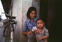 A BOY WITH HIS MOTHER IN GUANGDON, CHINA<br /> ©sinopix