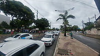 RECIFE, PE, 01.04.2019: PROTESTO-RECIFE - Taxistas do Recife, protestam em frente ao prédio sede da Prefeitura do Recife, pois cobram que a Lei 18.528/18 que visa regulamentar os aplicativos e também a realização de fiscalização mais severa, os motoristas de táxis alegam que estão sendo prejudicados de acordo com os taxistas. O ato foi organizado por cooperativas, associações e representantes dos taxistas. (Foto: Pedro de Paula/Código19)