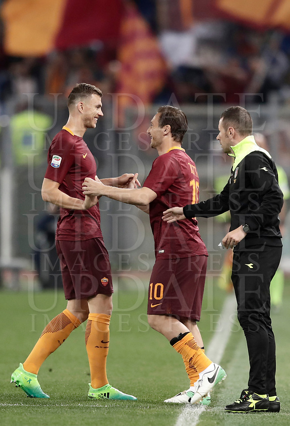 Calcio, Serie A: Roma, stadio Olimpico, 1 aprile, 2017.<br /> Roma's Francesco Totti (l) greets Edin Dzeko (r) before entering on the pitch during the Italian Serie A football match between Roma and Empoli at Olimpico stadium, April 1, 2017<br /> UPDATE IMAGES PRESS/Isabella Bonotto