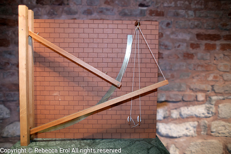 Instruments with two beams replica (ca 1265) at the Museum of the History of Islamic Science and Technology, Istanbul, Turkey. Model of a device from the Maraga observatory invented by Mu'aiyad addin al-'Urdi. Used for the determination of culmination attitudes in combination with a mural quadrant. Made after the description and illustration contained in the observatory's book
