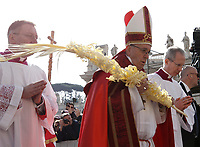 Pope Francis holds a palm frond as he celebrates the Palm Sunday Mass in St. Peter's Square at the Vatican, on March 25, 2018.<br /> UPDATE IMAGES PRESS IsabellaBonotto<br /> <br /> STRICTLY ONLY FOR EDITORIAL USE