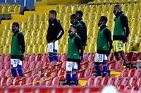 BOGOTA-COLOMBIA, 02-10-2020: Jugadores de Millonarios, durante partido entre Millonarios y Atletico Bucaramanga de la fecha 11 por la Liga BetPlay DIMAYOR I 2020 jugado en el estadio Nemesio Camacho El Campin de la ciudad de Bogota. / Players of Millonarios during a match between Millonarios and Atletico Bucaramanga of the 11th date for the BetPlay DIMAYOR Leguaje I 2020 played at the Nemesio Camacho El Campin Stadium in Bogota city. / Photo: VizzorImage / Luis Ramirez / Staff.