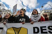 Manifestazione per il clima Manifestazione di solidarietà sans papier insieme alla manifestazione per il clima, ragazza grida