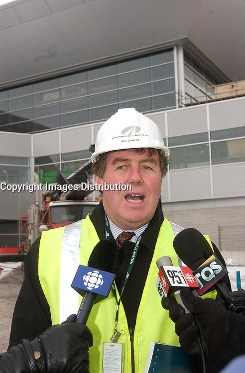 James Cherry, Director , Aeroport de Montreal (ADM) visit the site the construction The new international jetty construction site at MontrŽal-<br /> Pierre Elliott Trudeau International Airport (YUL) in February 2004.<br /> <br /> Contruction de la nouvelle jetŽe de l'aŽroport Pierre E Trudeau (YUL) FŽvrier 2004<br /> photo : (c) images Distribution