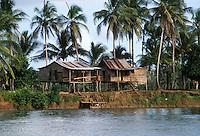 - house on Rio Escondido river ....- abitazione sul fiume Rio Escondido