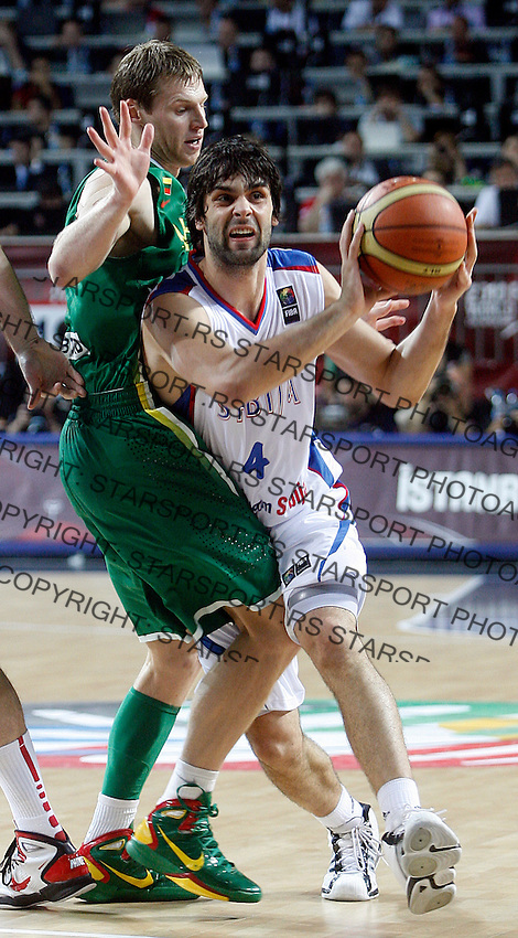 Milos TEODOSIC (Serbia)  passes Martynas ANDRIUSKEVICIUS (Lithuania) during the 3rd Place World championship basketball match against Lithuania in Istanbul, Serbia-Lithuania, Turkey on Sunday, Sep. 12, 2010. (Novak Djurovic/Starsportphoto.com) .
