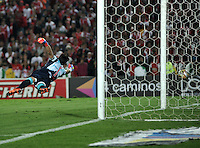 BOGOTA - COLOMBIA - 23-03-2016: Luis Seijas (Fuera de Cuadro), jugador de Independiente Santa Fe anota gol a Sebastian Viera, portero de Atletico Junior, durante partido aplazado por la fecha 4 entre Independiente Santa Fe y Atletico Junior, de la Liga Aguila I-2016, en el estadio Nemesio Camacho El Campin de la ciudad de Bogota./ Luis Seijas (Out of Pic), player of Independiente Santa Fe scored a goal to Sebastian Viera, goalkeeper of Atletico Junior, during a postponed match of the date 4 between Independiente Santa Fe and Atletico Junior, for the Liga Aguila I -2016 at the Nemesio Camacho El Campin Stadium in Bogota city, Photo: VizzorImage / Luis Ramirez / Staff.