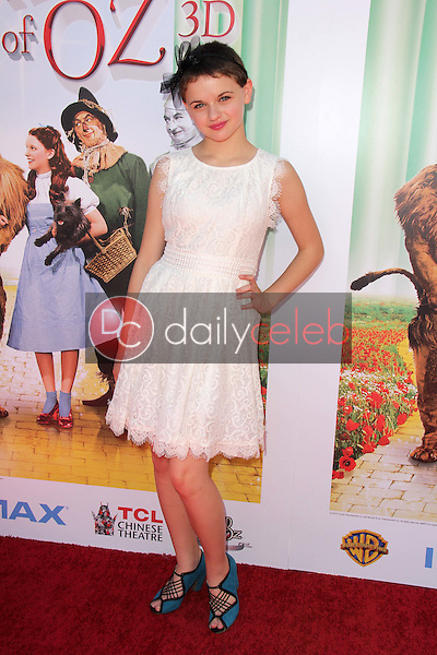 """Joey King<br /> at """"The Wizard Of Oz 3D"""" World Premiere Screening and Grand Opening of the TCL Chinese IMAX Theater, Chinese Theater, Hollywood, CA 09-15-13<br /> David Edwards/DailyCeleb.com 818-249-4998"""