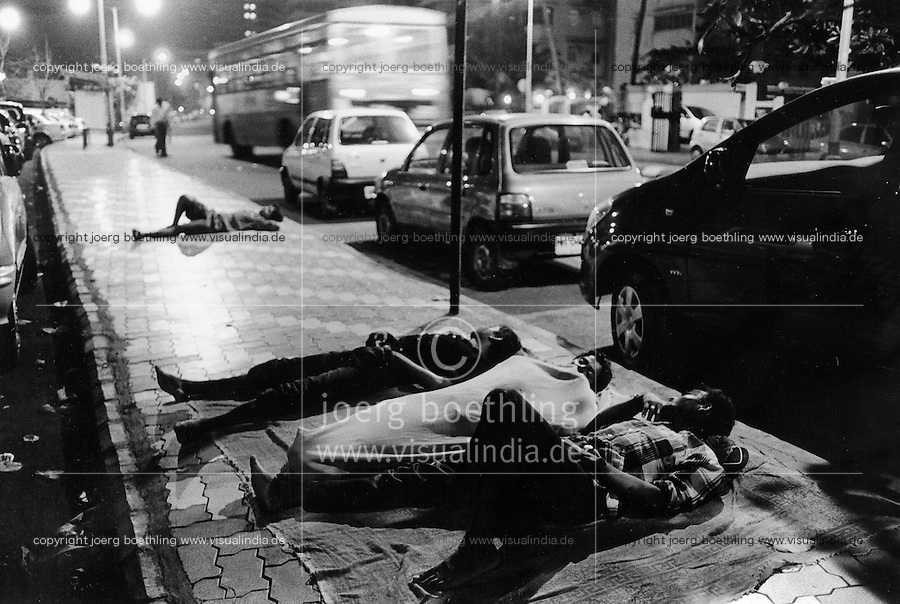 INDIA Maharashtra Mumbai Bombay, homeless people sleep at pavement in poch area Malabar Hill at night / INDIEN Mumbai , obdachlose schlafen auf der Strasse im noblen Stadtteil Malabar Hill - copyright Joerg Boethling, Also as signed black&white fine print available.