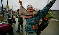 Srinagar / Kashmir / India.Indian army checkpoint in the streets of Srinagar. The capital of the State of Jammu and Kashmir has long been under the occupation of the Indian army that opposes the activities of local armed groups that with the support of Pakistan are fighting for independence..Photo Livio Senigalliesi.