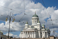 La Piazza del Senato al centro di Helsinki, sullo sfondo la Cattedrale di Helsinki.<br /> The Senate Square in the center of Helsinki, the Helsinki Cathedral in the background.