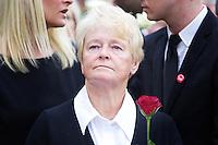 Oslo, 20110725. Rosemarkering, Rådhusplassen. Gro Harlem Brundtland (bakgrunn: mette-marit og auf-lederen.)  Foto: Eirik Helland Urke / Dagbladet