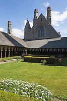 Europe/France/Normandie/Basse-Normandie/50/Manche: Baie du Mont Saint-Michel, classée Patrimoine Mondial de l'UNESCO, Le Mont Saint-Michel : La Merveille, L'abbaye - le cloître // Europe/France/Normandie/Basse-Normndie/50/Manche: Bay of Mont Saint Michel, listed as World Heritage by UNESCO,  The Mont Saint-Michel: Abbey, Cloister