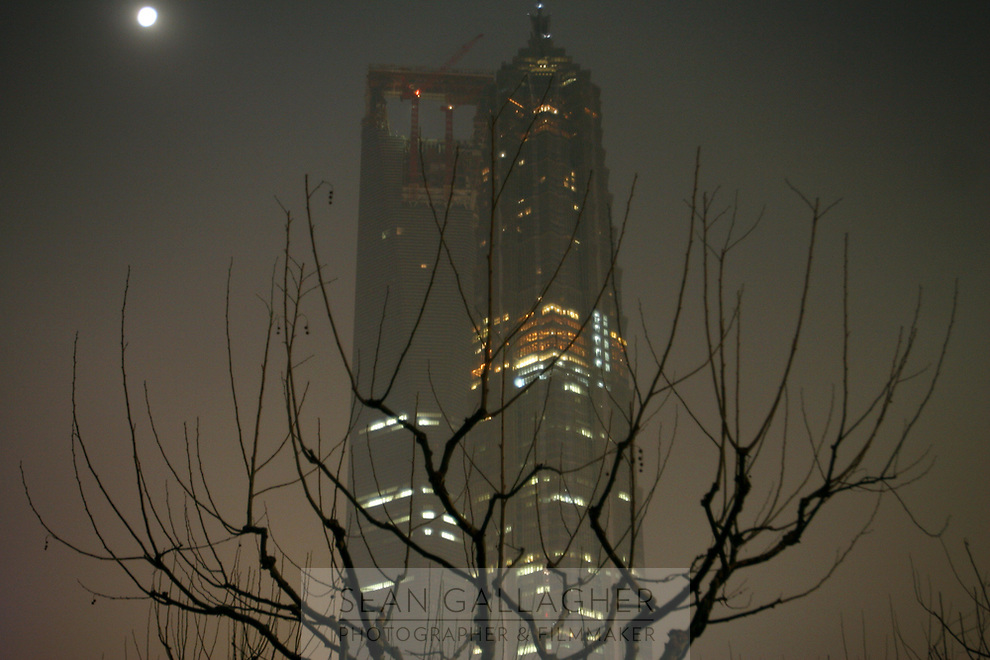 CHINA. Shanghai. A view of the Jinmao towe in Pudong. 2008.