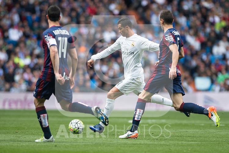 Real Madrid's Cristiano Ronaldo and Sociedad Deportiva Eibar's  Dani Garcia and Gonzalo Escalante during La Liga match. April 09, 2016. (ALTERPHOTOS/Borja B.Hojas)