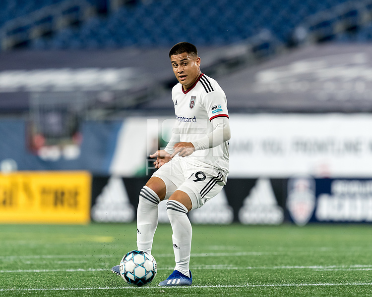 FOXBOROUGH, MA - SEPTEMBER 09: Ricardo Zacarias #19 of Chattanooga Red Wolves SC passes the ball during a game between Chattanooga Red Wolves SC and New England Revolution II at Gillette Stadium on September 09, 2020 in Foxborough, Massachusetts.