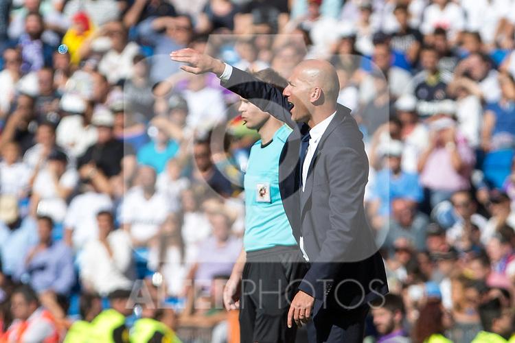 Real Madrid's coach Zinedine Zidane -durign the match of La Liga between Real Madrid and SD Eibar at Santiago Bernabeu Stadium in Madrid. October 02, 2016. (ALTERPHOTOS/Rodrigo Jimenez)
