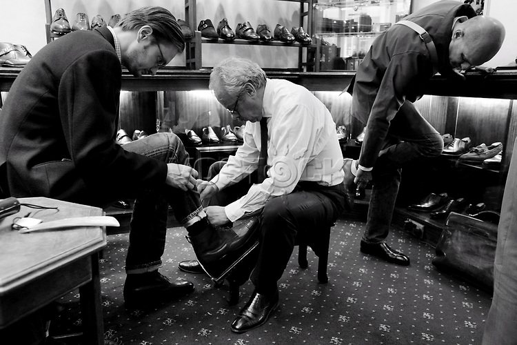 George Glasgow<br /> Schuhe von George Cleverley <br /> <br /> Engl.: Europe, England, Great Britain, London, shoes handmade by George Cleverly, handicraft, tradition, shoemaker, employee George Glasgow, June 2013